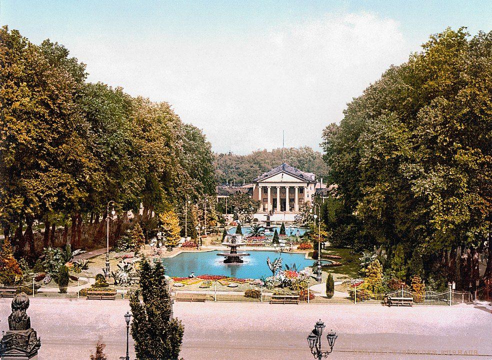 Kurpark mit Kurhaus Wiesbaden um 1900